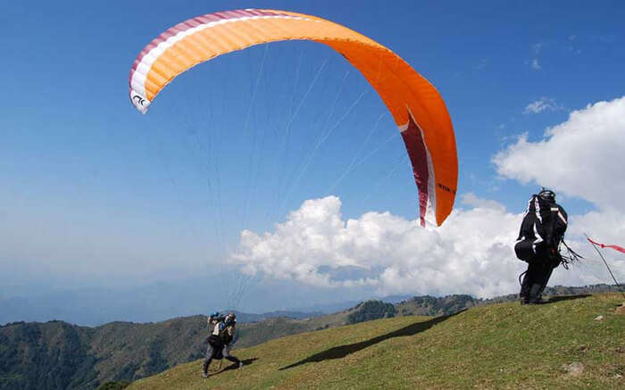acj-2205-paragliding-in-bhimtal 2