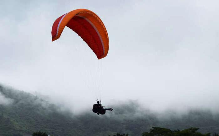 acj-2205-paragliding-in-bhimtal 3