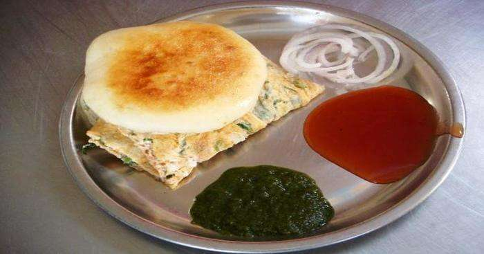 spicy omelette sandwich