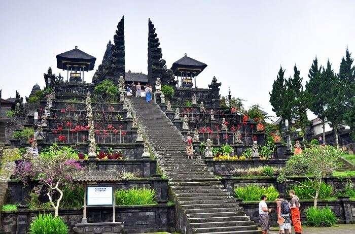 Besakih_Hindu_Temple_Bali_Indonesia