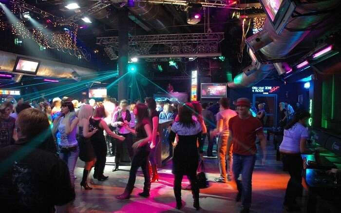 acj-0406-nightlife-in-russia (6)