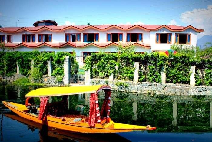 lake resort srinagar