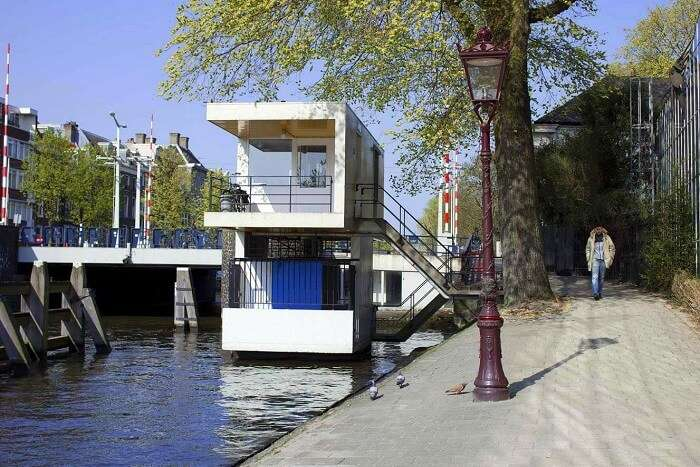 amsterdam bridge house