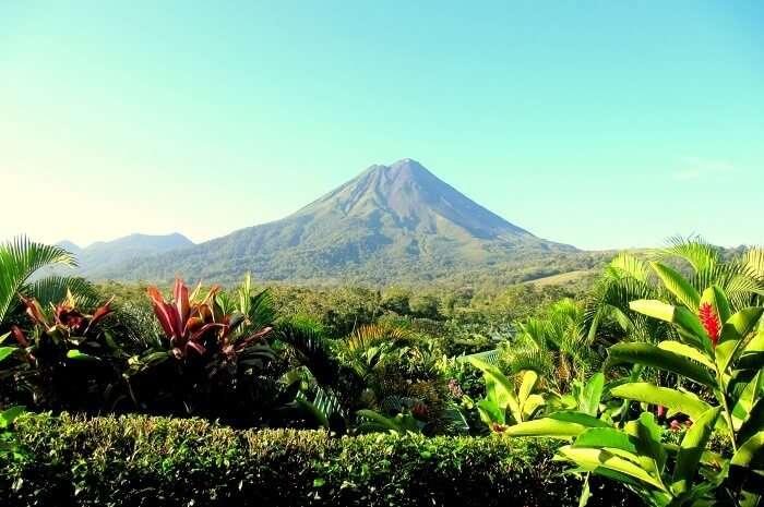 Arenal_volcano._Costa_Rica