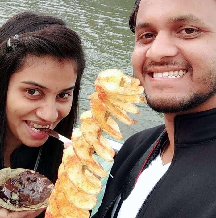 couple enjoying at ooty lake
