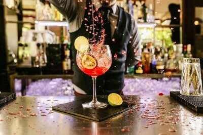 Bartender making mocktails
