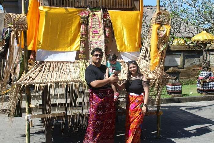family at Uluwatu Temple