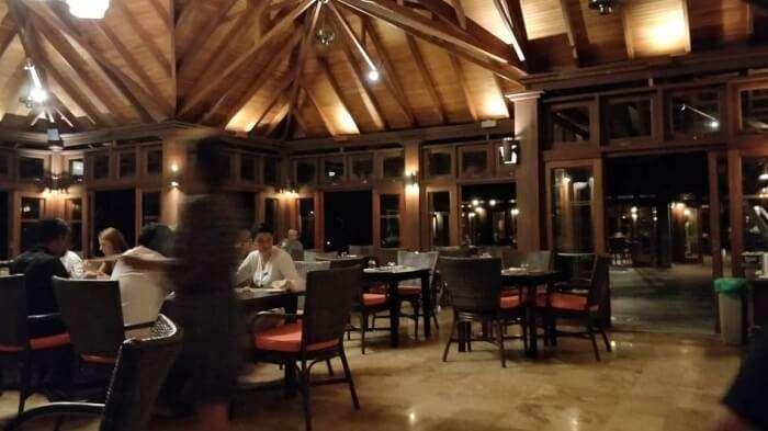 restaurant in olhuveli resort