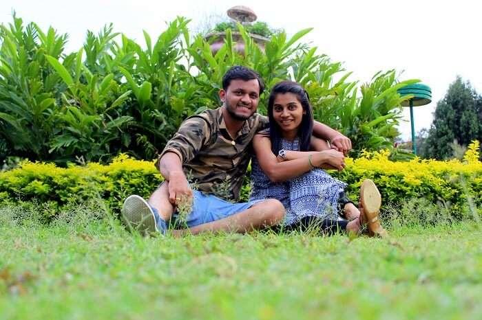 couple sitting in ooty garden
