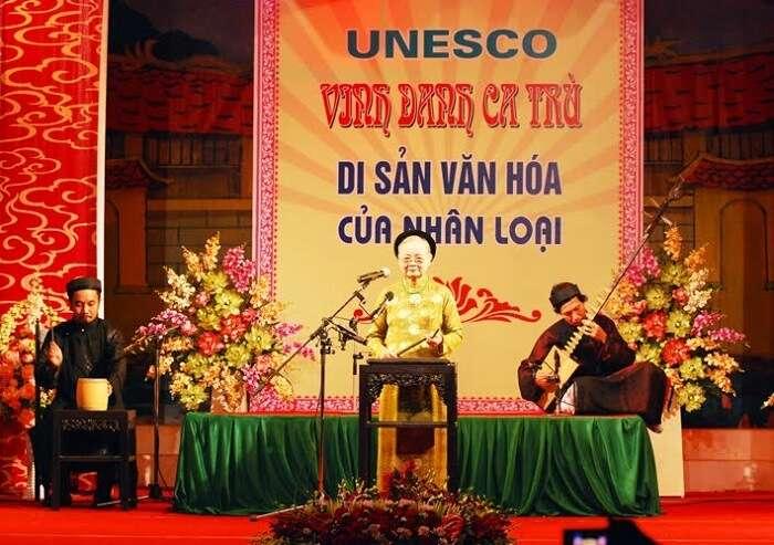 Quoy Han singing