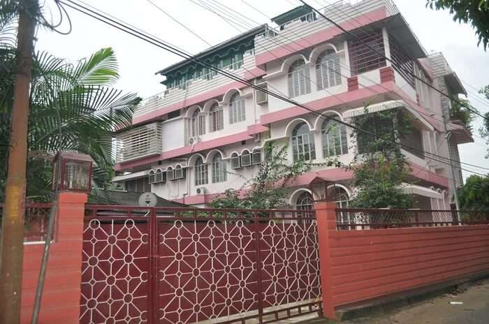 enjoy and relax yourself in this familiar homestay