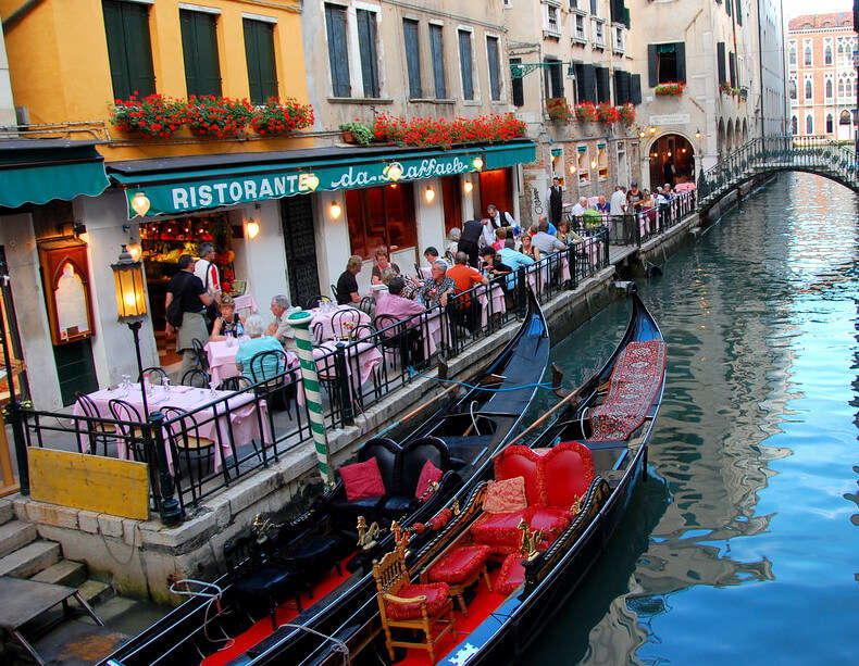 Witness Venice Nightlife At Its Best By