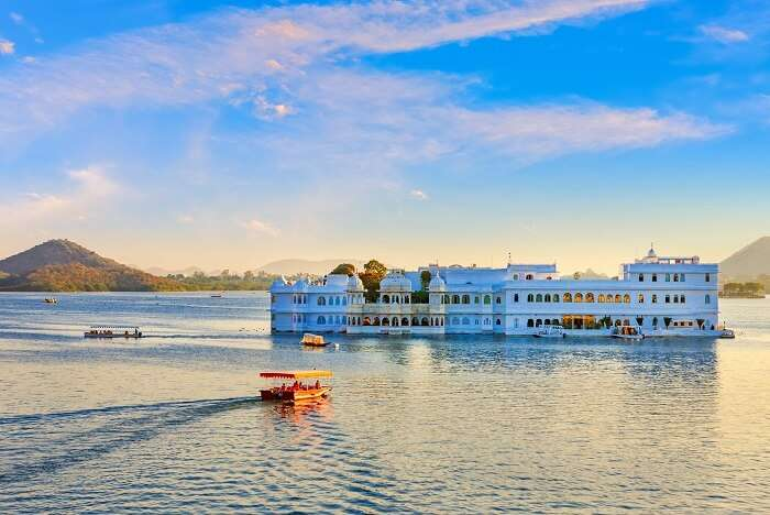 udaipur city palace blue boat cover image