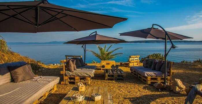 offers stunning views of the sea