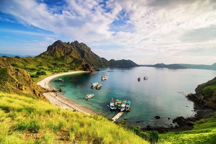 Hike up the Padar Island
