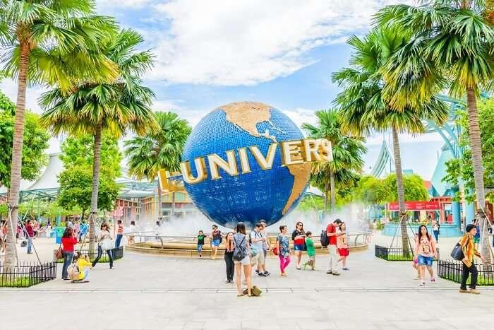 globe at entrance of universal studios