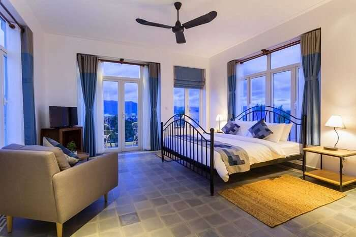 comfortable rooms with a modern decor