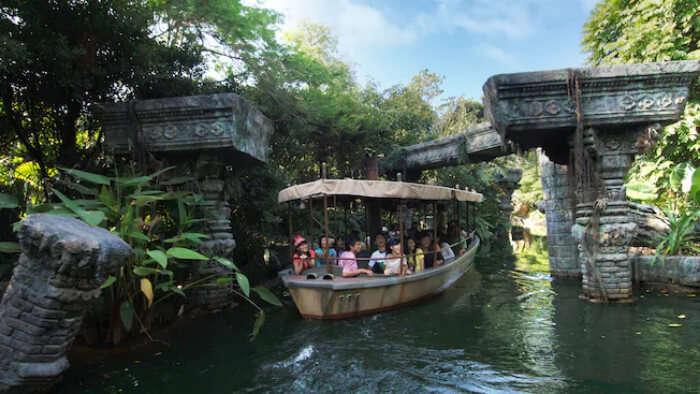 Boat ride in Disneyland in Hong Kong