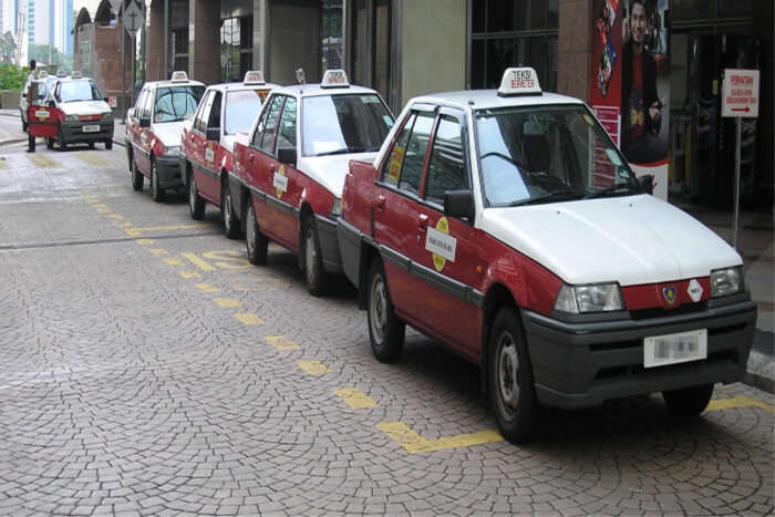 Beware of money scamming taxi drivers
