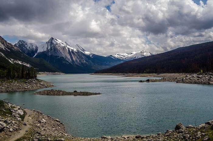 l waters of Medicine Lake