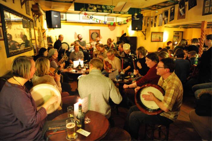 Head-to-the-Irish-pubs