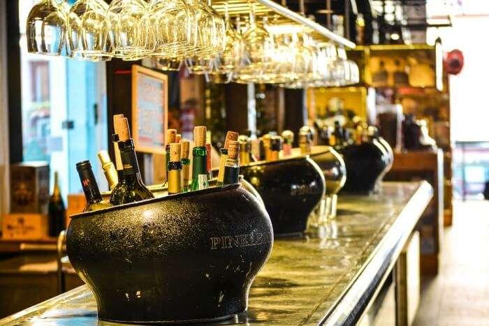 Shangri-La's Blu Bar