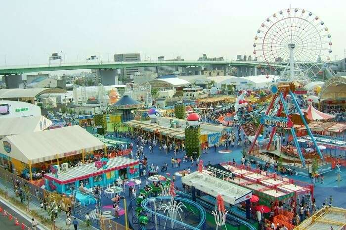 Spend time in indoor theme parks & water parks