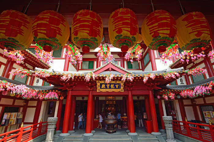 Main Attractions of Buddha Tooth Relic Temple