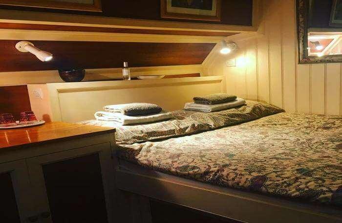 Houseboat homestay