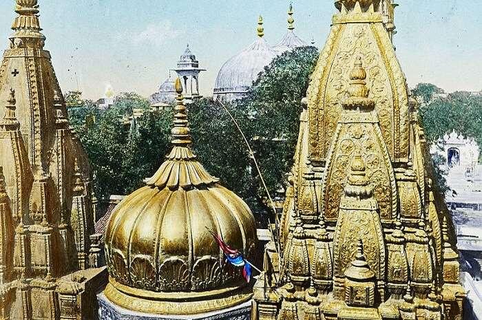 800px-Benares-_The_Golden_Temple,_India,_ca._1915_(IMP-CSCNWW33-OS14-66)