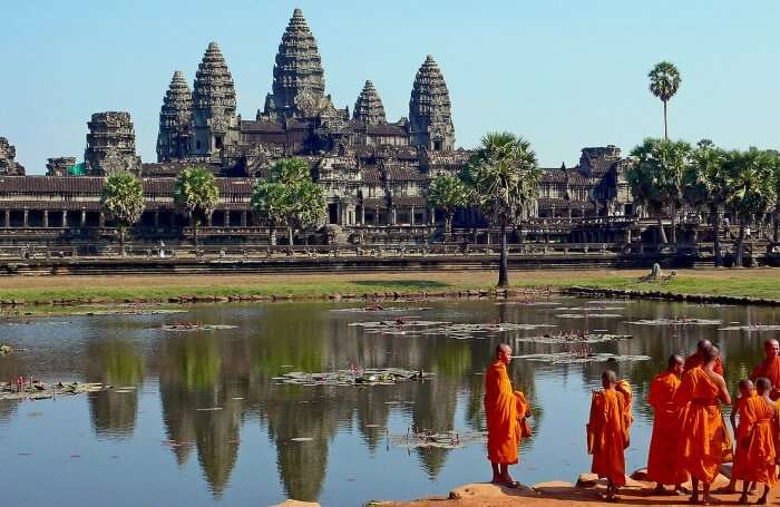 Follow the Buddhist Etiquettes