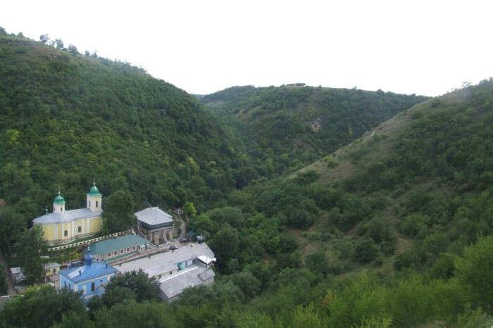 Visit the village of Saharna