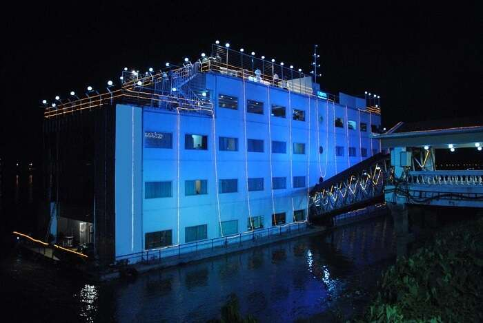 floating hotel kolkata