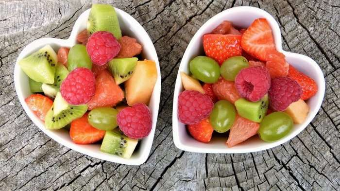 fresh fruits cuit in a bowl