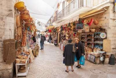 shopping street in bari