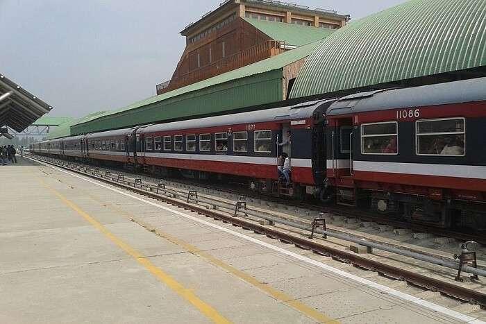 train on Srinagar station