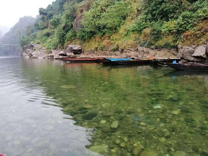 way to the famous Dawki River