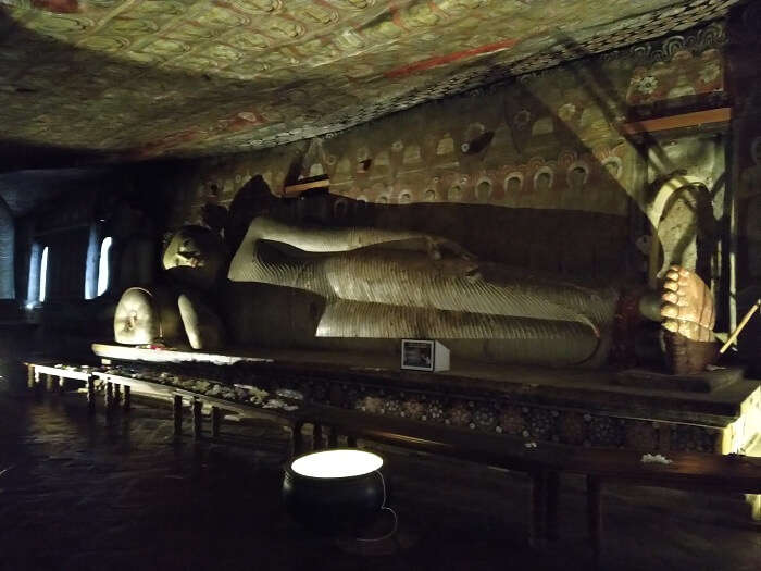 lord buddha statues in cave