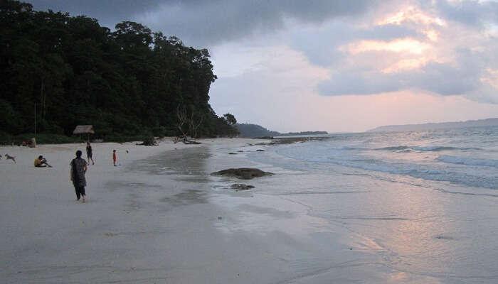 Kaala Patthar Beach