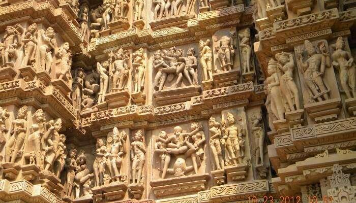 carvings on pillars