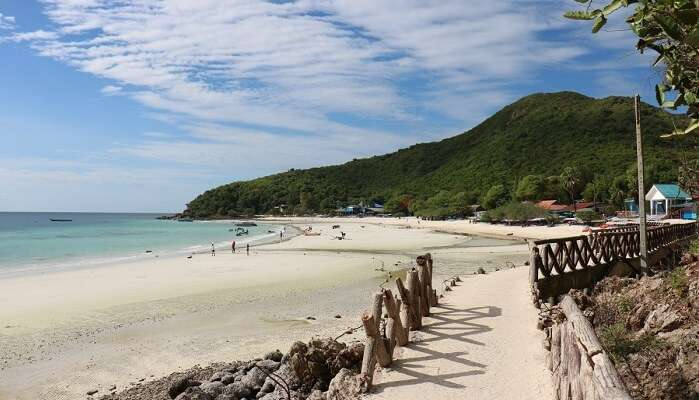 beach in pattaya