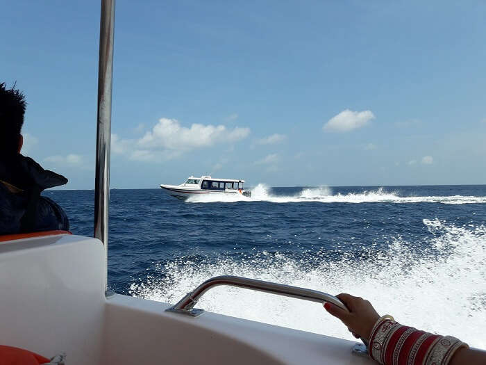 get on the speed boat to have the thrilling experience