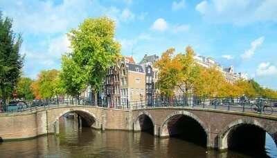 Amsterdam bridge houses