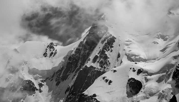 the imposing Bogda peak