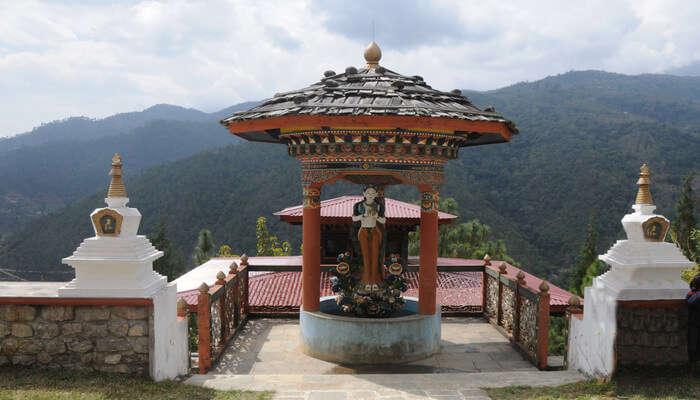 Hike to the Khamsum Yulley Namgyal Chorten