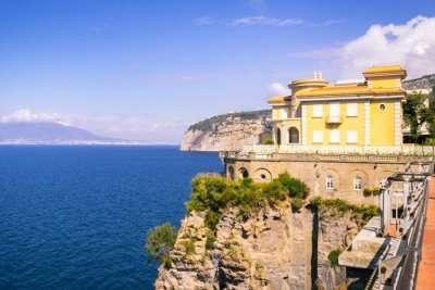 Villas in Naples