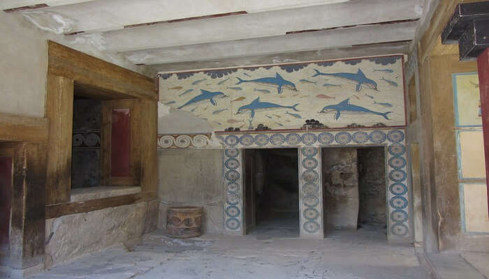 Lost Statues Of Knossos Escape Room