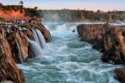 famous dhuandhar falls