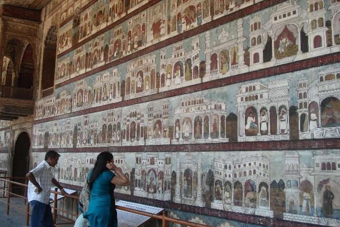 Painted walls in Daria Daulat Bagh