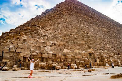 girl traveler in front of giza pyramid